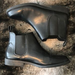 Black Chelsea boots from H&M